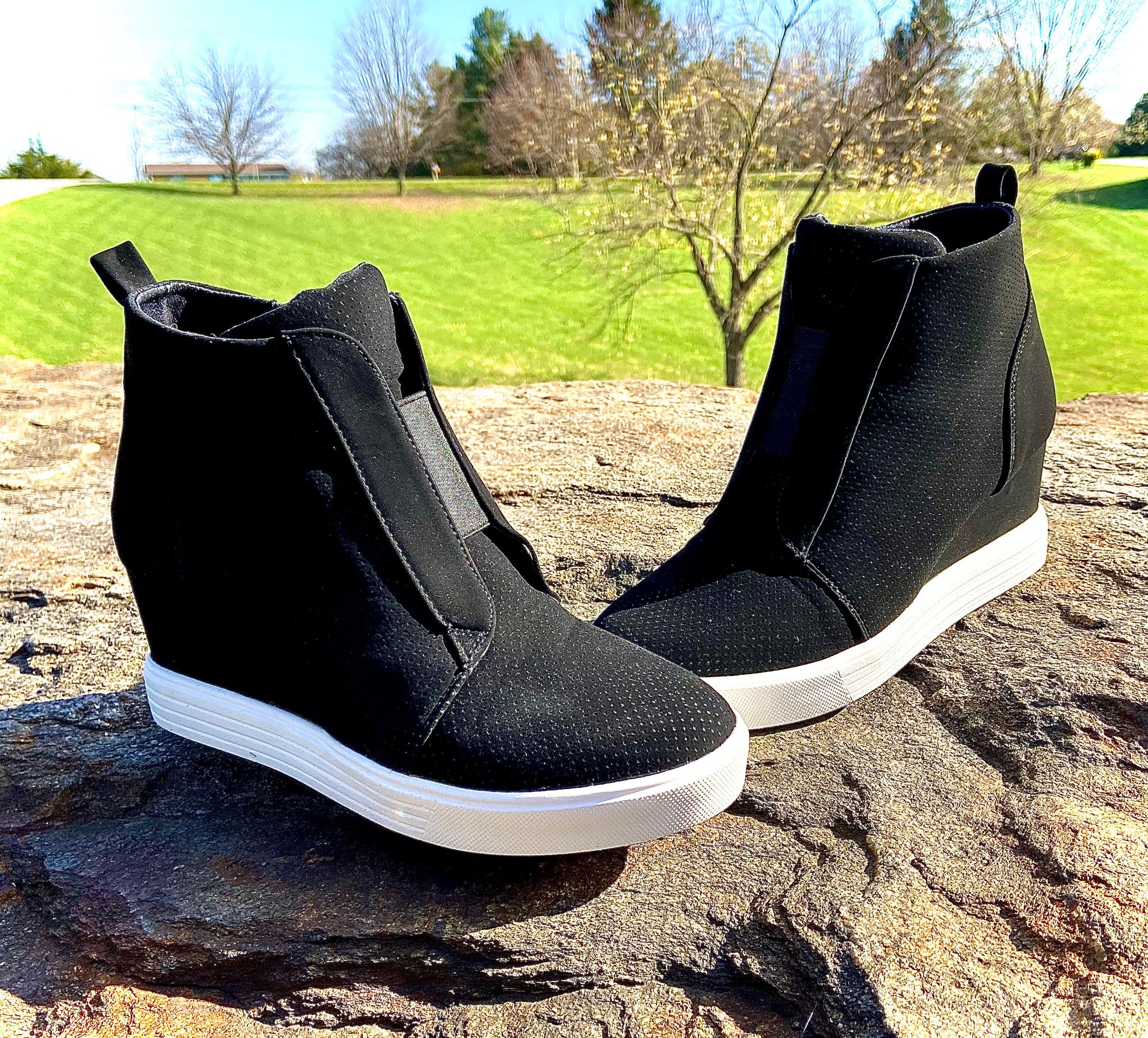Sneaker Wedge Black Bootie