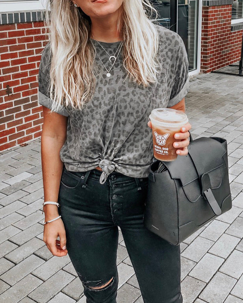 Trendy Chic Gray Leopard Tee