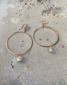 Medium 14 k goldfill hoop with pearl