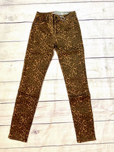 Load image into Gallery viewer, Tractr Mid-Rise Leopard Skinny - jernijacks