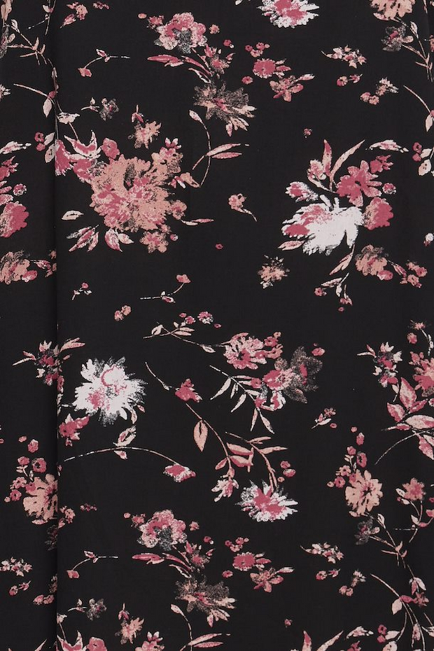 lace up cox sneaker by gola shoes  https://shoptrixie.com/products/cla280-mark-cox-off-coral  Gola Classics introduces Tennis – Mark Cox. Based on an original Gola style from 1975 that was worn by tennis player Mark Cox, Tennis truly embraces Gola's long history with racquet sports. This ladies tennis inspired plimsoll features an off-white upper, with a contrasting hot coral wingflash.