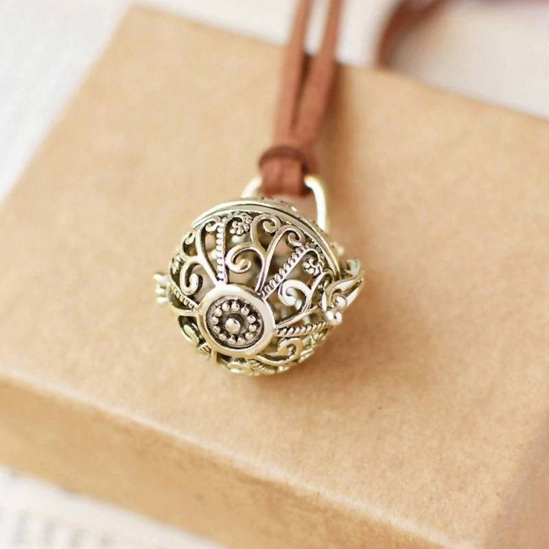 Antique Charm Aromatherapy Necklace/Pendant, Locket for Essential Oil Diffuser/Necklace Jewelry (**+2ml De-Stress Essential Oil Blend)