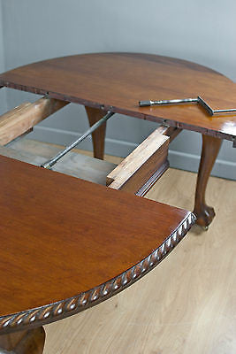 OVAL MAHOGANY EXTENDING DINING TABLE w.BALL & CLAW FEET, ANTIQUE c150YRS OLD