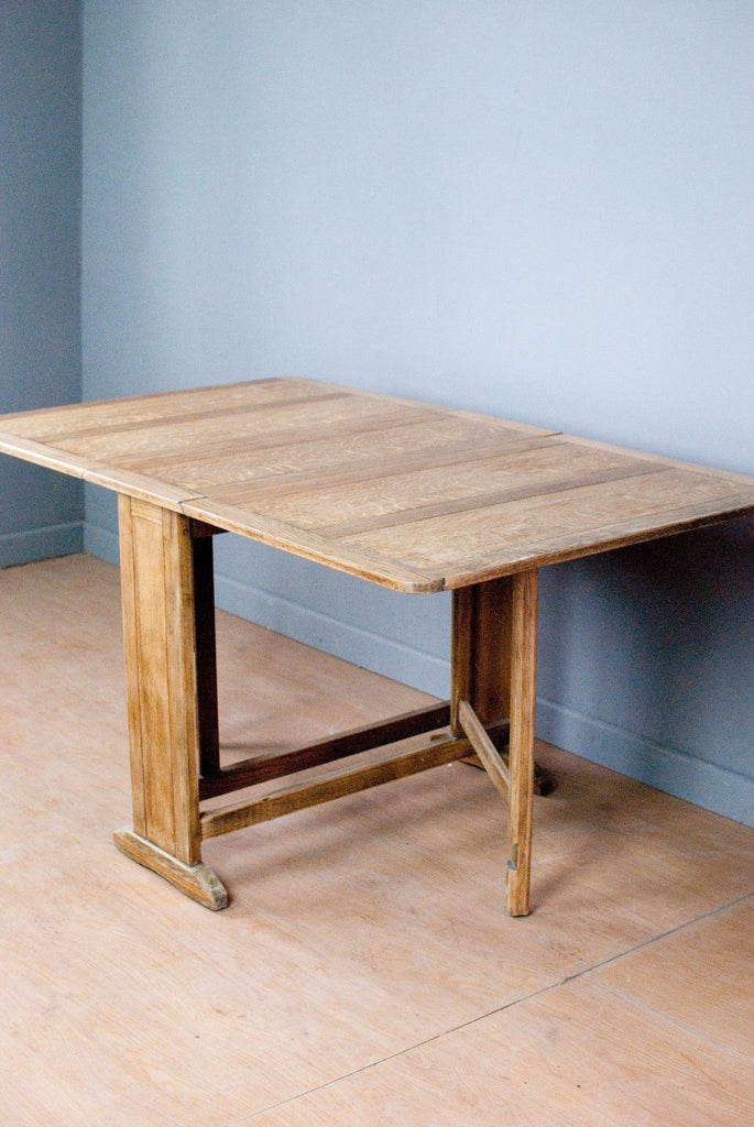Vintage oak dropleaf kitchen or dining table  c1950,  light wax shine, gateleg.