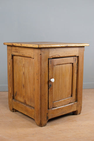 Large solid Victorian pine cupboard, farmhouse style pine