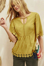 Load image into Gallery viewer, Yellow Lace Trim Elbow Sleeve Jersey Tunic Top