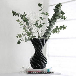 Miss Jolie Vase - Black Shiny