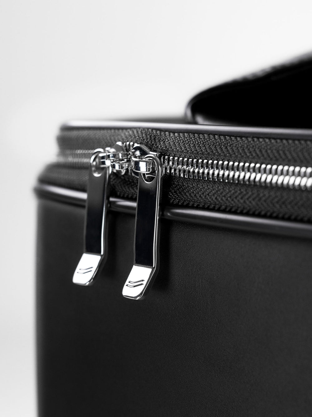 f38 carry on luggage ykk zippers in black leather schwarzes leder