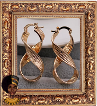 Load image into Gallery viewer, WITH A TWIST Gold Earrings