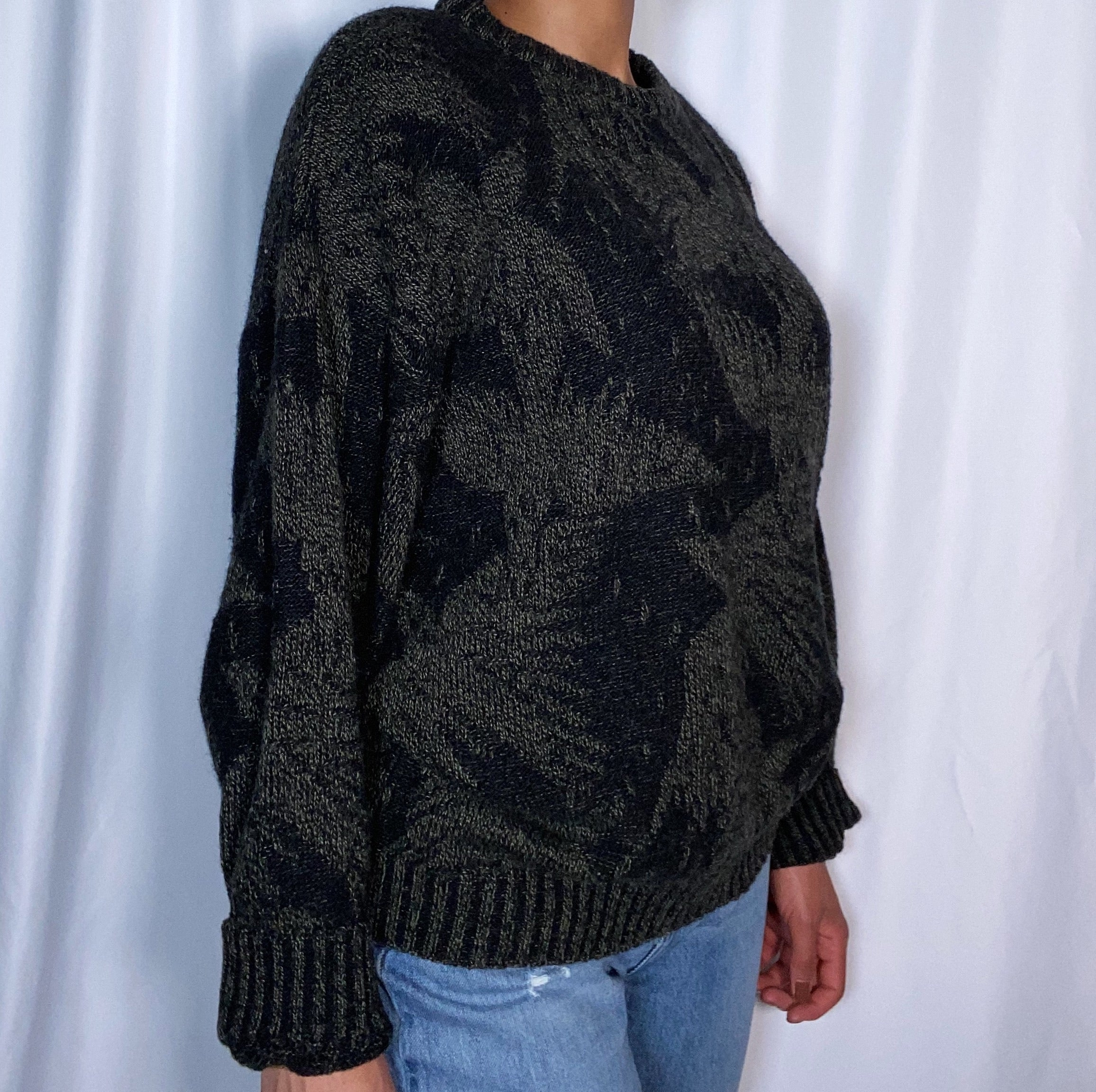 Vintage Expessions Men's Sweater (size large)