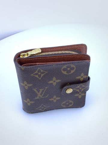 Louis Vuitton Zippy wallet with CC slot