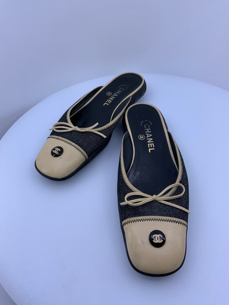Vintage Chanel slides with CC Lovo Size 8