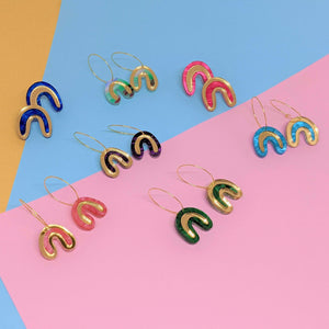 Free Pair of Rainbow Loops