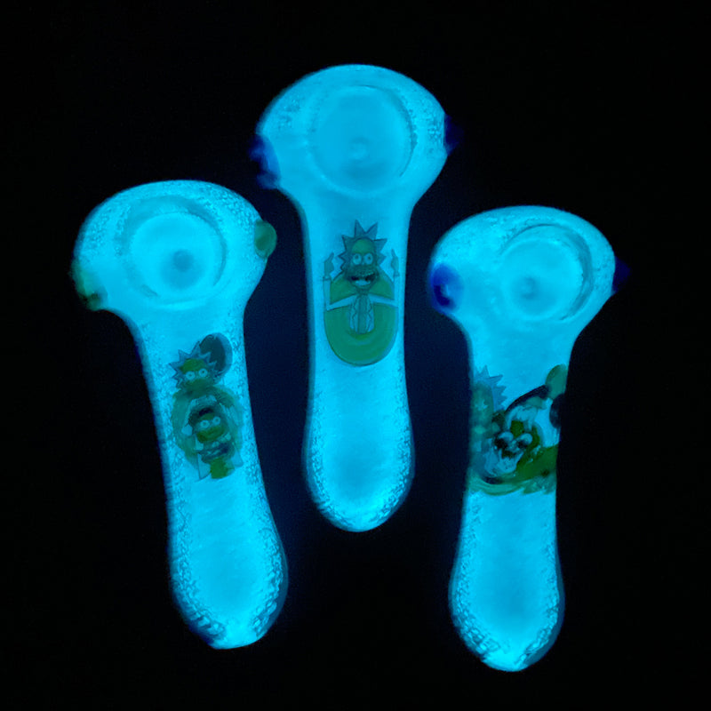 "3.5"" Hand Pipe Glow in Dark R & M"