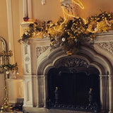 mantle place decorated with a wreath @elloirevents