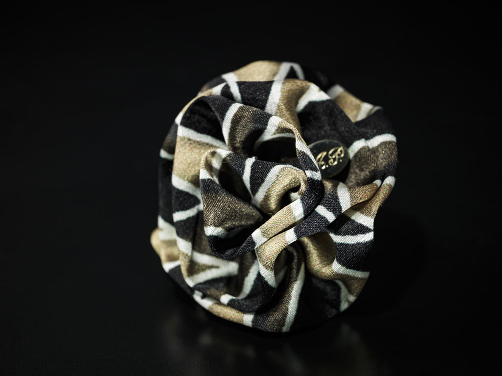 MyB Silk Flower Multi Col Black/White/Gold