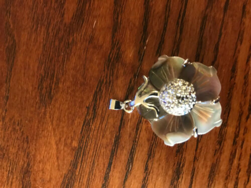 natural shell carved flower pendant
