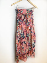 Load image into Gallery viewer, Lauren's Zara Floral Trousers