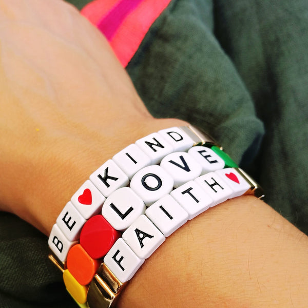 Pulseiras de Acrílico Be Kind, LOVE ou Faith