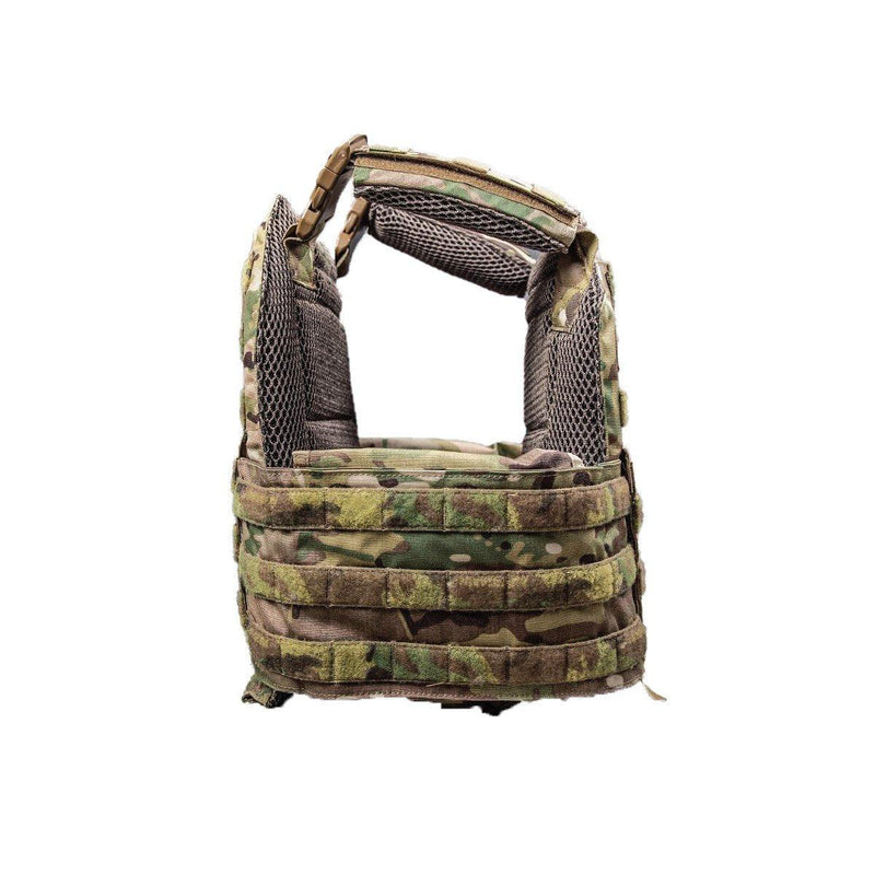 The AR500 Testudo plate carrier view of the cumberland in green camouflage color and style.