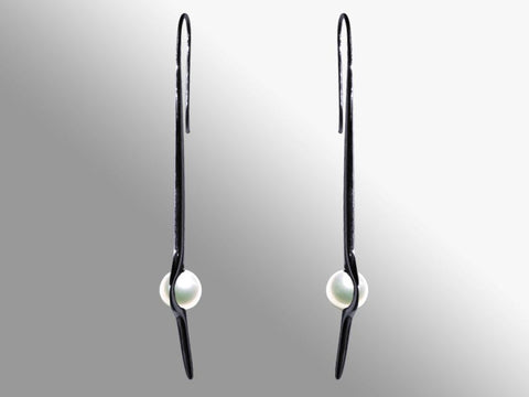 HUKU Black Silver Earrings - White Pearl
