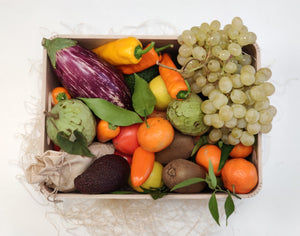 Gift in a wooden box. We will pack a bouquet of vitamins, colors and flavors for your loved ones