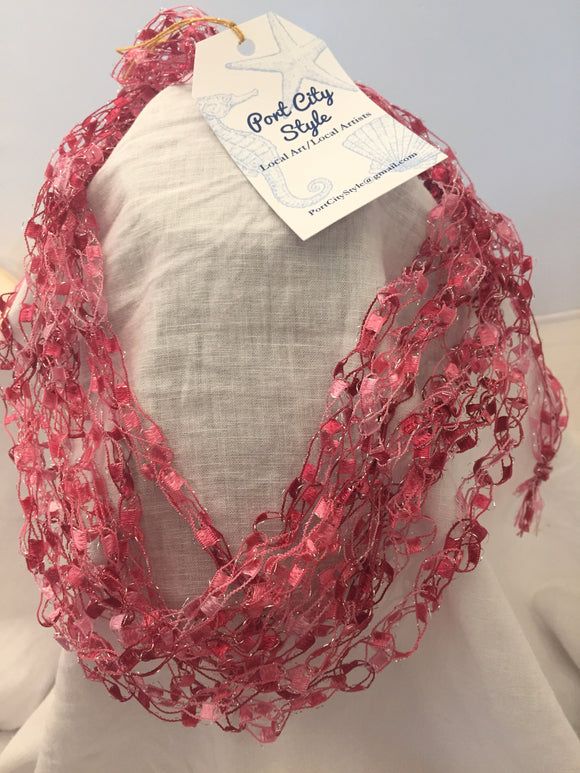 Crochet necklace in pink