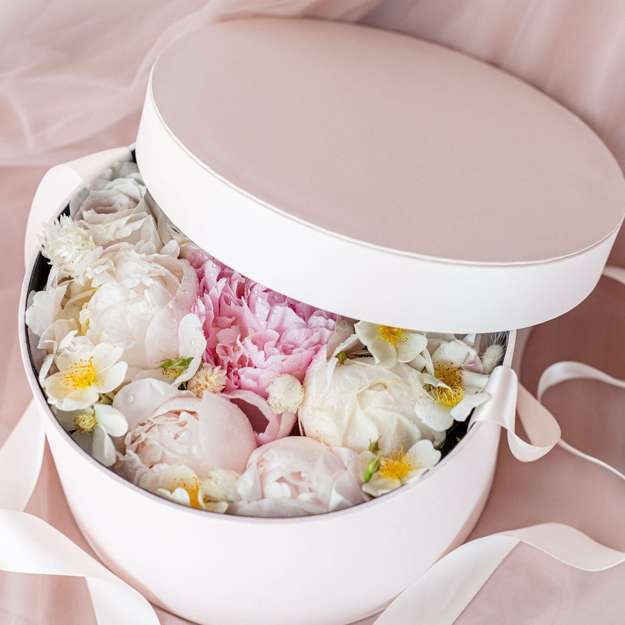 Round Flower Box With Ribbon
