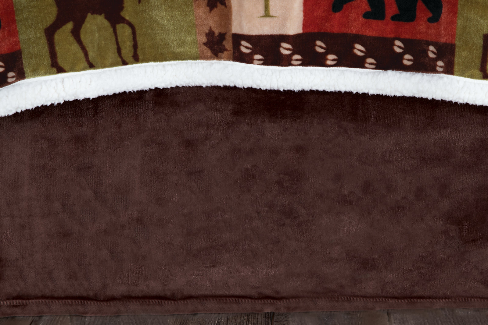 Patchwork Lodge Bedskirt Carstens - unique linens online
