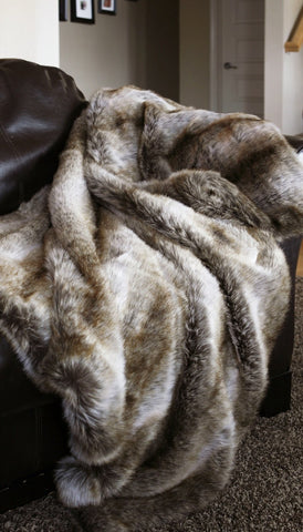 Chinchilla Faux Fur Throw Carstens - unique linens online
