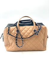 Laden Sie das Bild in den Galerie-Viewer, Chanel Calfskin Quilted Bi-Color Feather Weight Bowling Bag Black Beige