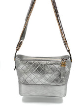 Laden Sie das Bild in den Galerie-Viewer, Chanel Gabrielle Hobo Bag Diamond Gabrielle Quilted Aged Medium Metallic Silver