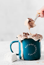 Load image into Gallery viewer, Drinking chocolate Melts mallows in cup