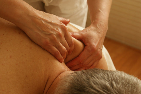 Massage with Wood Lock Oil for pain relief