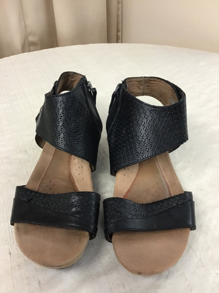 Rockport Size 8 Black Leather Sandals