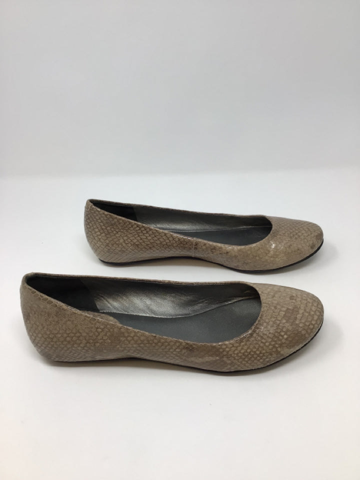 Cole Haan Women's Beige Embossed Leather Size 9.5 Flats