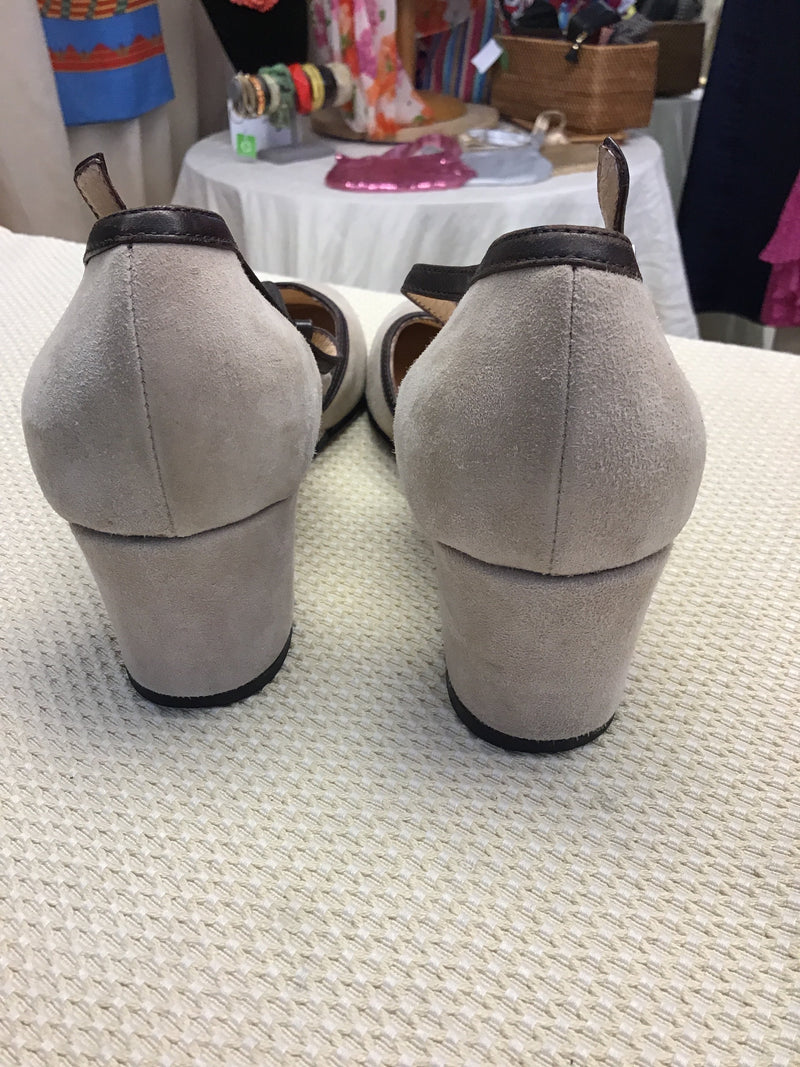 Taryn Rose Size 10 Beige Suede Leather Women's Pumps - Fashion Exchange Consignment