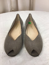 Bruno Magli Size 8 Beige Leather Embossed Flats