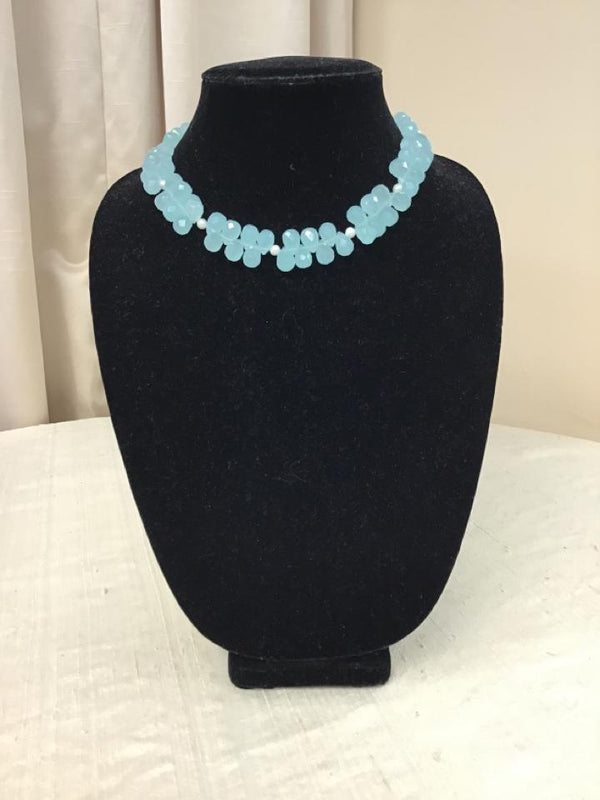 Queen Bee Silvertone Mint Green White Beaded Pearl Necklace - Fashion Exchange Consignment