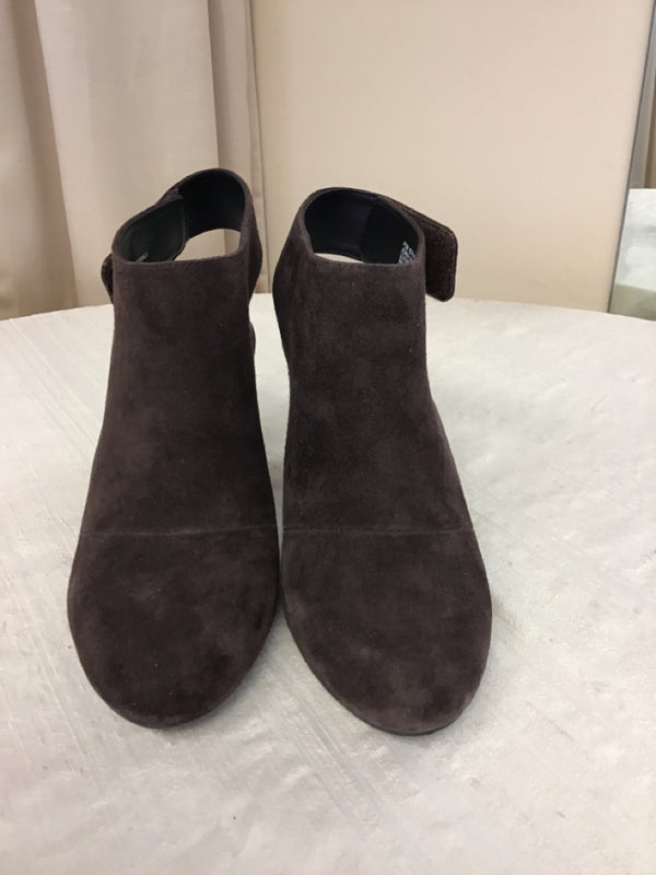Adam Tucker Size 8.5 Brown leather upper Booties
