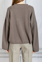 Load image into Gallery viewer, Vacca Raglan Cashmere Sweater - Taupe