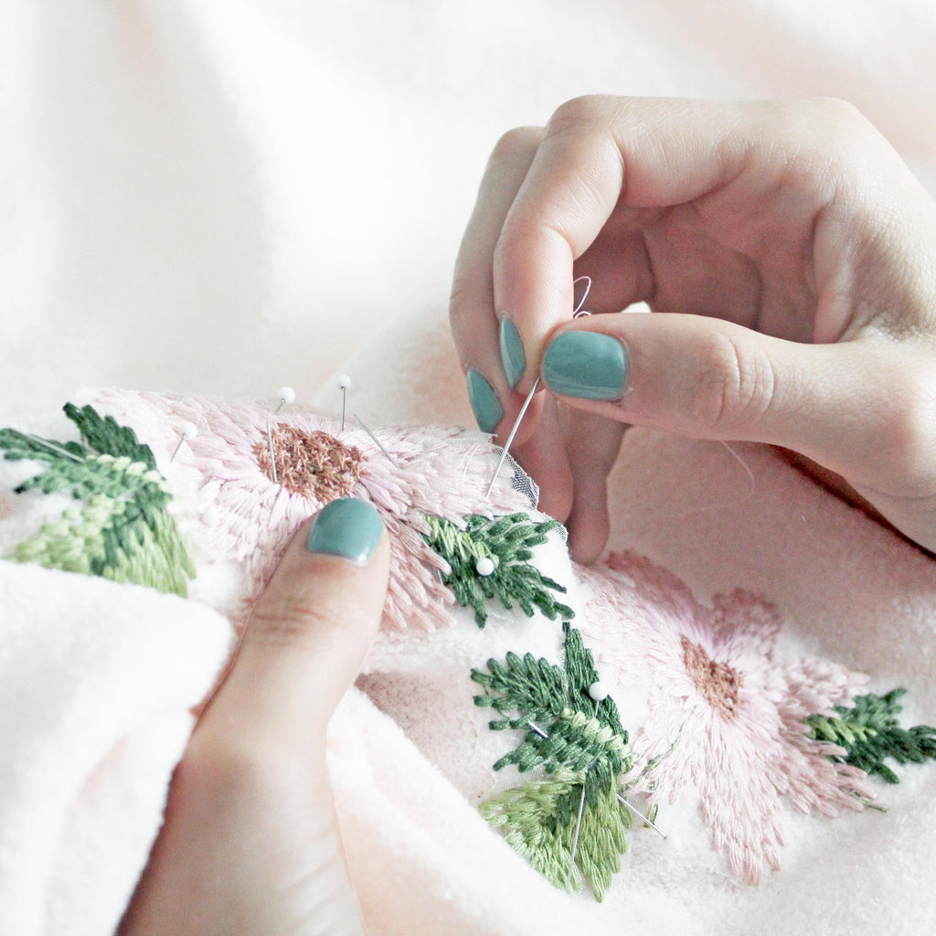 How To Sew By Hand: A Sewing Needle Guide Featured Image
