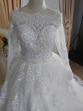 Load image into Gallery viewer, Elegant Pearls Wedding Dress