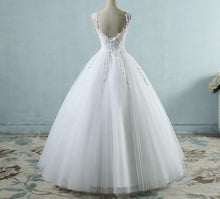 Load image into Gallery viewer, Pearls Bridal Dress