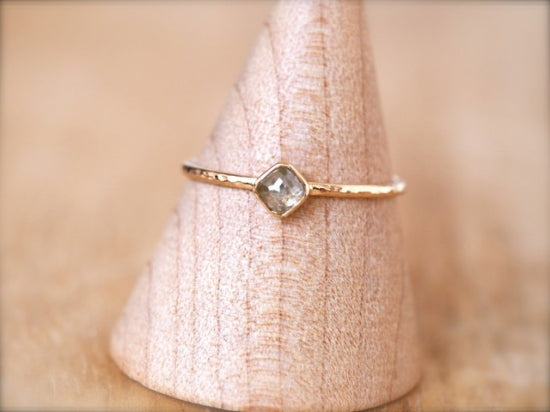 Diagonal Square Diamond Ring Ice Grey