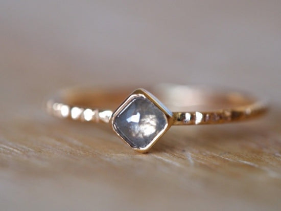 Diagonal Square Diamond Ring Frost Gray