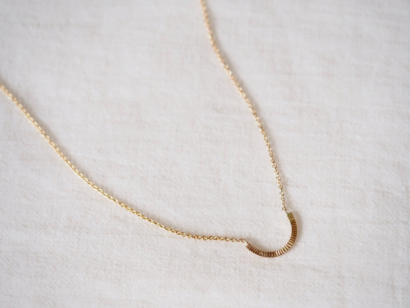 Arch Necklace