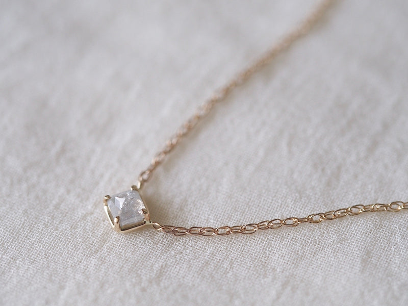 Baby Square Necklace Silky Grey