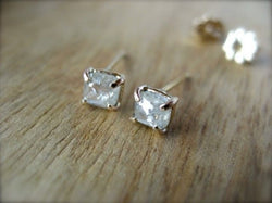 Diamond Prong ピアス