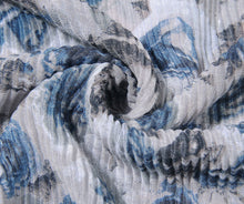 Load image into Gallery viewer, Grey rose print pleated scarf